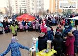 Горячие блины, народные забавы и танцы на улице Бианки