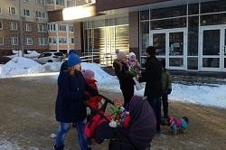 Прошла акция «Дарите женщинам цветы»