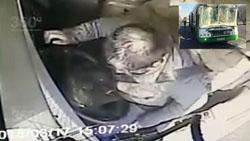 Опубликовано видео из кабины автобуса, врезавшегося в грузовик