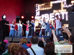 На открытой сцене перед ДК выступят артисты эстрады