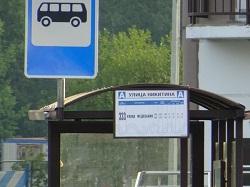 Припаркованные автомобили мешают движению автобусов №333