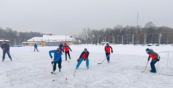 Школьный товарищеский матч по хоккею завершился вничью